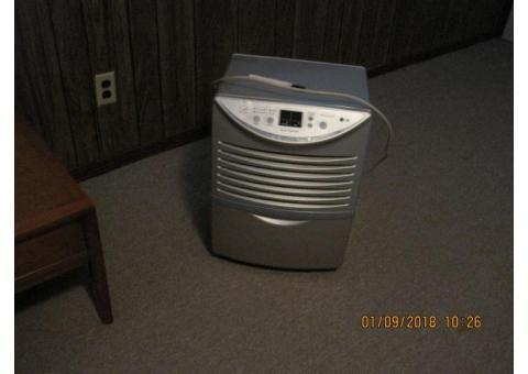 LG Home Dehumidifier w. Auto Restart.